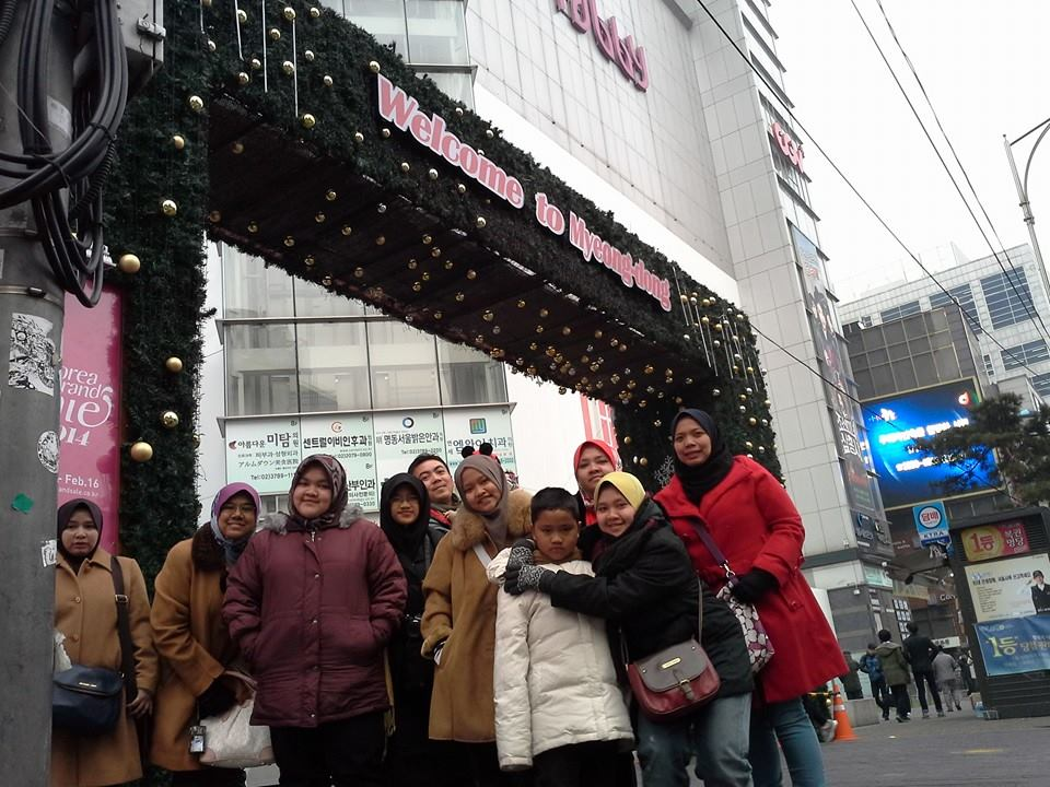 Shopping at Myeong Dong Street